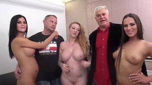 Porno réussie après une combinaison d'hommes matures et de chienne mineure