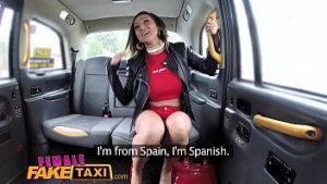 Une expérience de taxi agréable avec deux lesbiennes satisfaites du gode