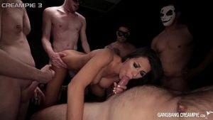 Muie et sexe sexuellement agressif avec le mec pénétrant totalement avec du sperme