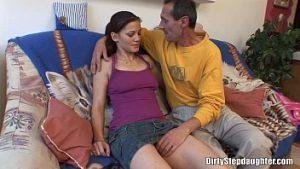 Pacalita a des relations sexuelles avec un homme mûr non protégé et devient enceinte
