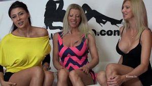 Lara et Crystal Sisters avec Sofia Cucci se masturbent